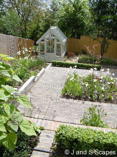 2009 BALI award for domestic garden construction £50-100k